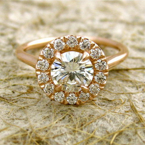 Savvy has seven things to keep in mind when buying your engagement ring.