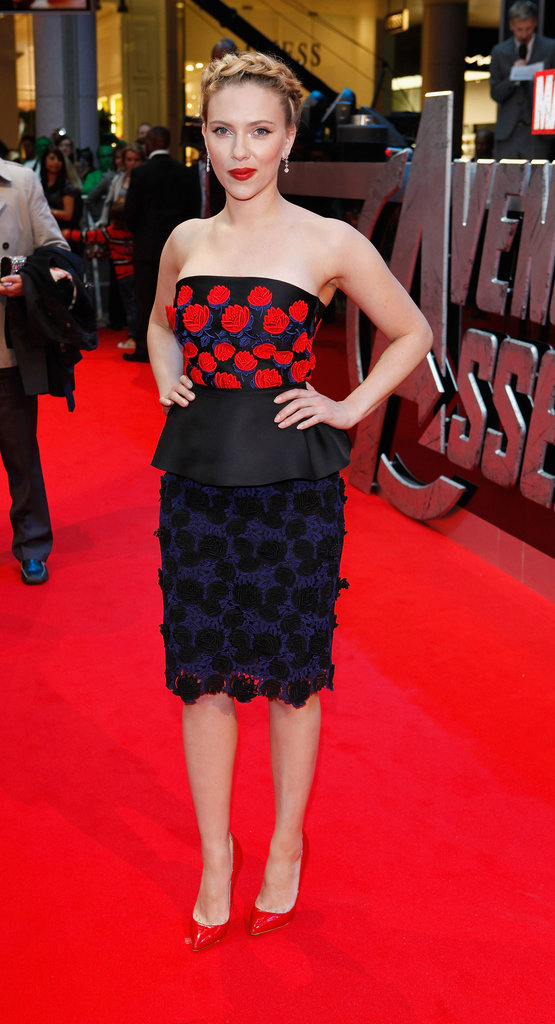 Scarlett Johansson stepped out in a stunning Prada strapless at the Avengers premiere.