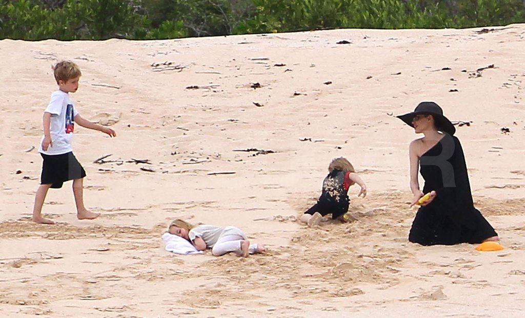 Angelina Jolie, Shiloh, Knox and Vivienne all hung out together on the beach.