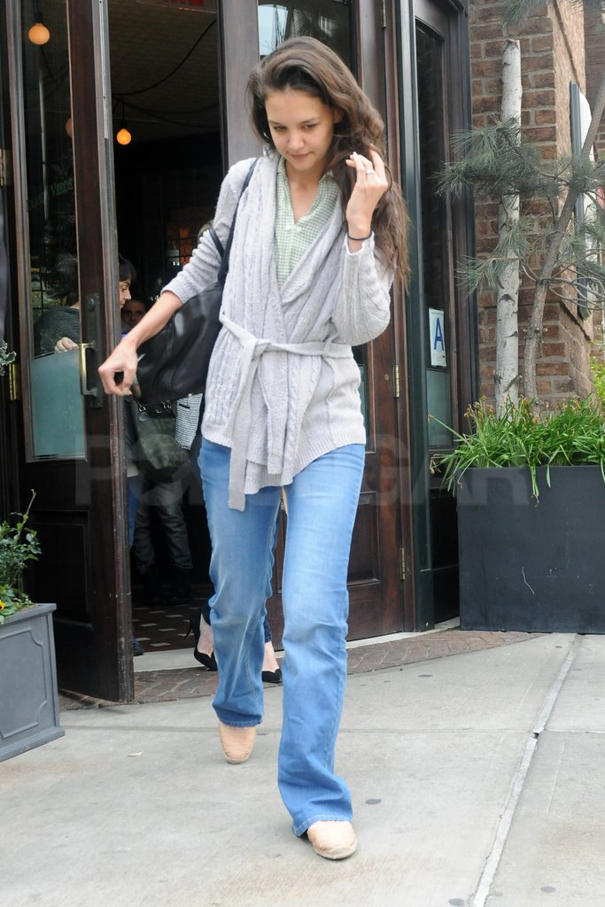 Katie Holmes grabbed a bite to eat in NYC.