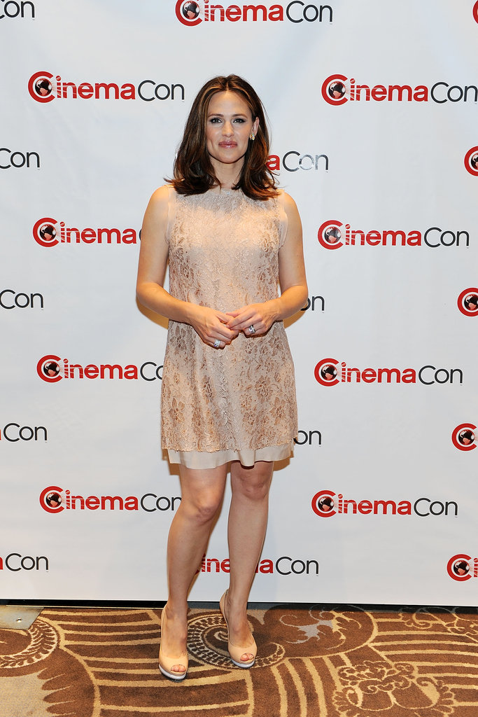 Jennifer Garner lit up the carpet at CinemaCon in Las Vegas.