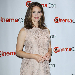 Jennifer Garner Postbaby Body at CinemaCon Video