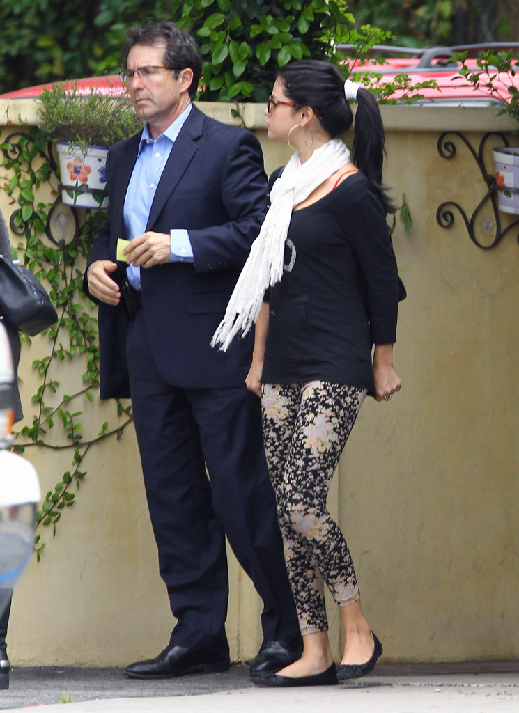 Selena Gomez chatted outside of the restaurant after lunch with her mom in LA.