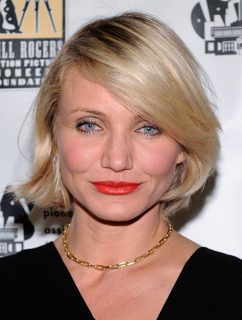 Cameron Diaz wore a gold chain necklace to a dinner in honor of Jeffrey Katzenberg at CinemaCon in Las Vegas.