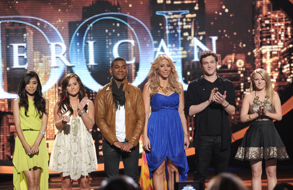 The contestants joined together on stage.