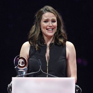 Jennifer Garner CinemaCon Awards Acceptance Speech (Video)