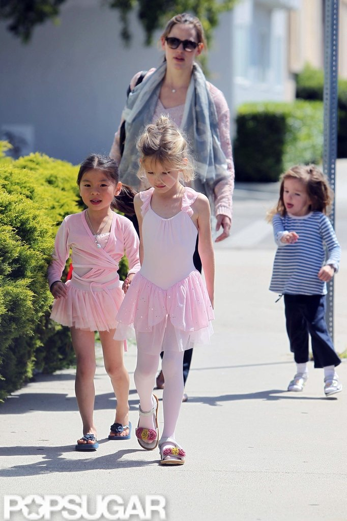 Jennifer Garner picked up Violet Affleck from ballet class with a friend while Seraphina followed close behind in LA.