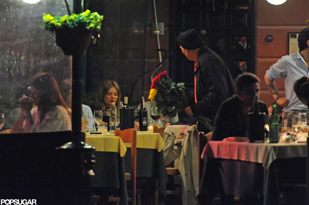 Sienna Miller and Tom Sturridge sat at a table outside for dinner while on vacation in Italy.