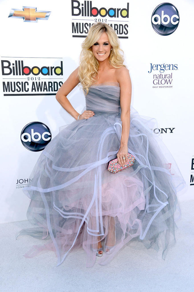 Carrie Underwood was the picture of princess-worthy in this frothy lavender-meets-pink pastel Oscar de la Renta ball gown. She accessorized with an equally girlie embellished pink clutch.