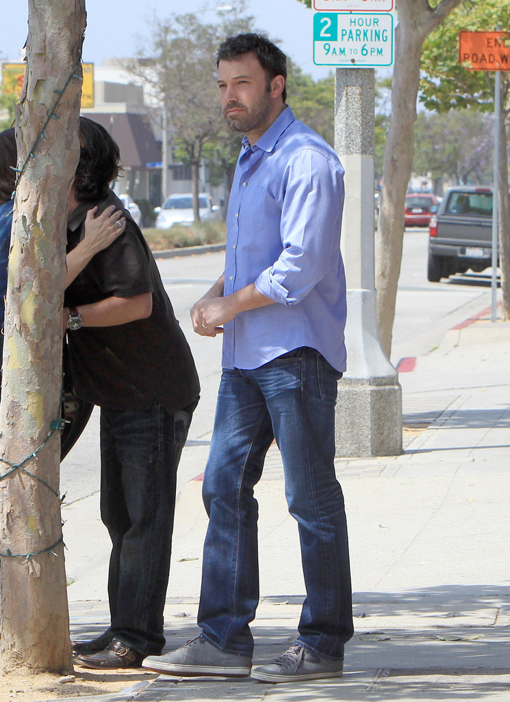 Ben Affleck said farewell to a friend before departing for Violet and Seraphina's school play.