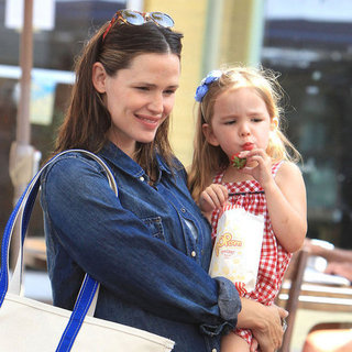 Jennifer Garner at Farmers Market With Violet and Seraphina