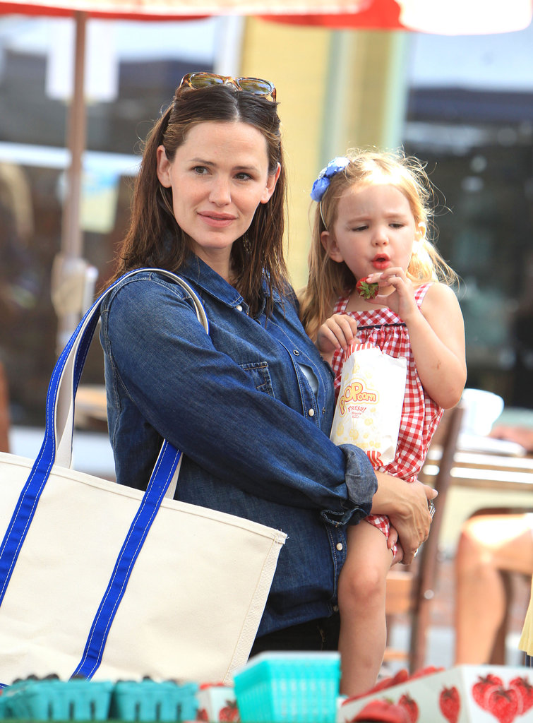 Jennifer Garner carried Seraphina Affleck through the farmers market.
