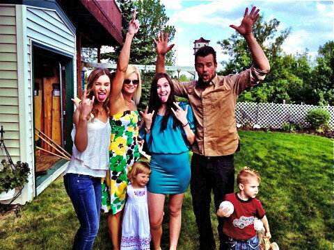 Josh Duhamel shared a photo with family members while celebrated his younger sister's high school graduation.  Source: Twitter user joshduhamel