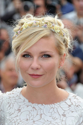 Kirsten Dunst looked fresh and Spring-perfect with her floral headband-infused braids.