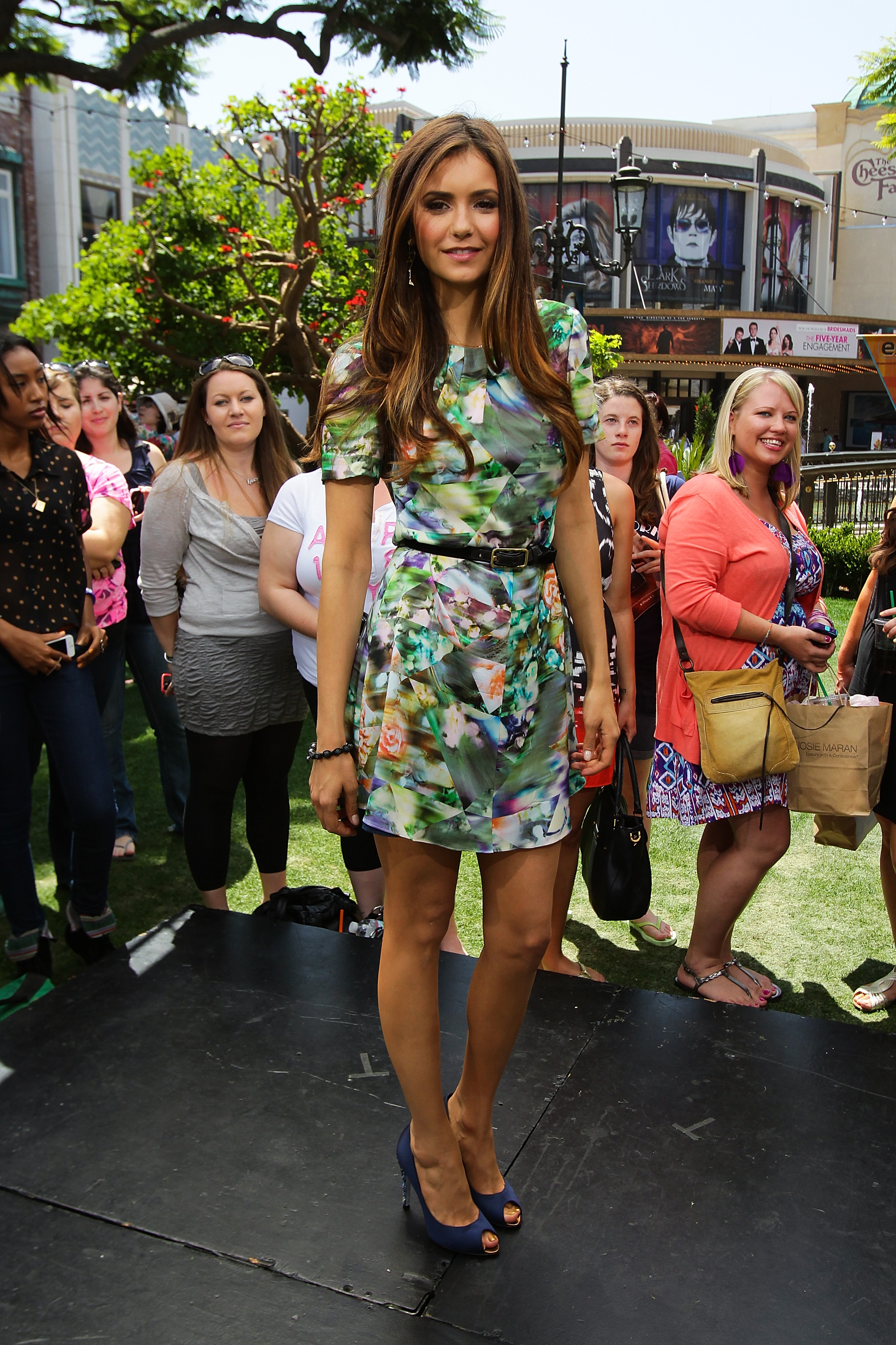 We love this flirty floral Lisa Ho dress she wore on the set of Extra in LA earlier in May 2012.