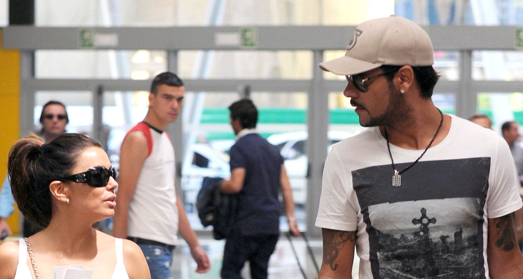 Eva Longoria and Eduardo Cruz exchanged a glance at a train station in Spain.