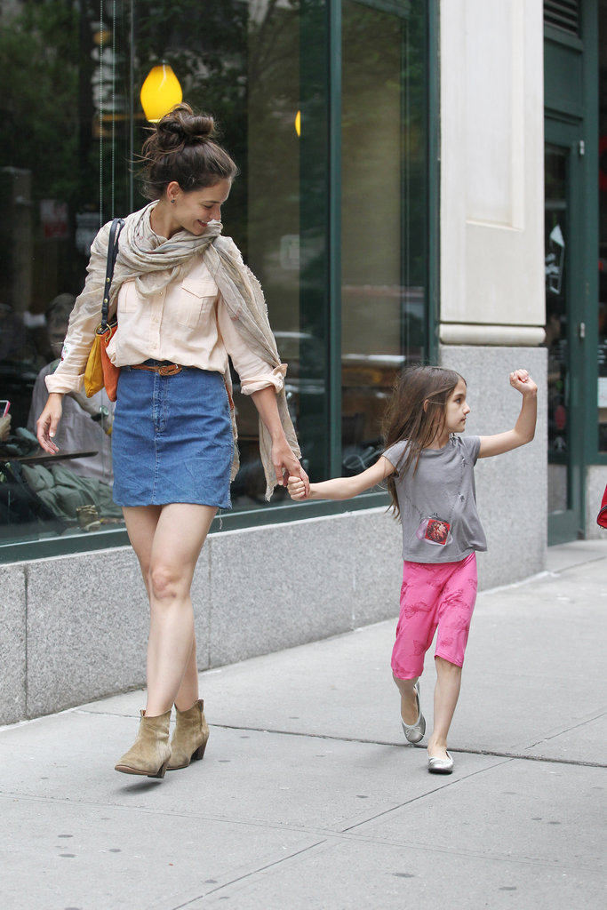 Katie Holmes smiled as Suri Cruised waved to people on the street.