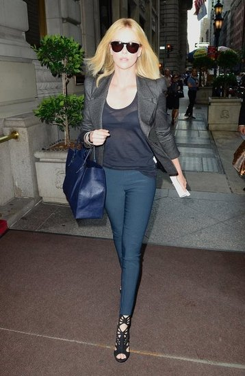 For a day out in NYC, the sophisticated styler wore a supertailored blazer, sheer top, teal jeans, and a boxy blue tote.