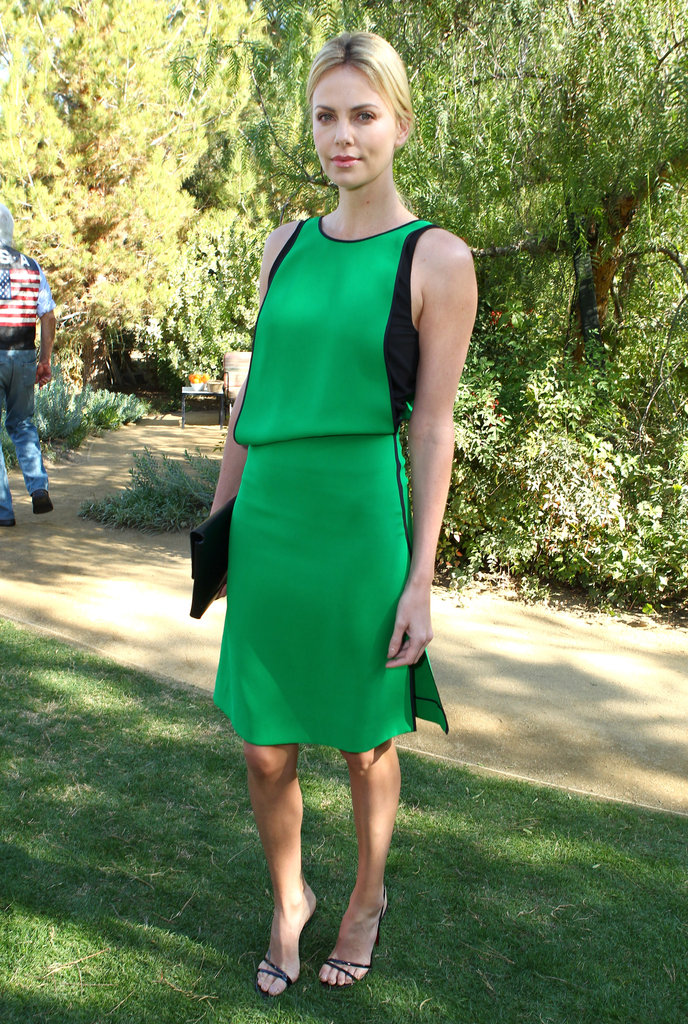 How gorgeous does she look in a green-and-black colorblocked Reed Krakoff sheath at the 2012 Palm Springs International Film Festival?
