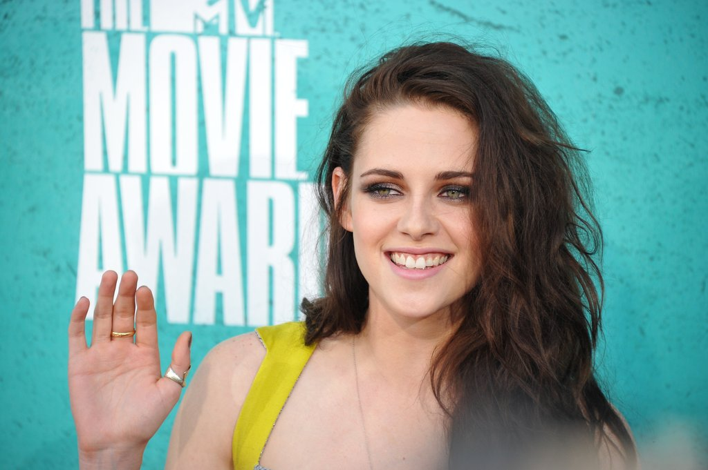 Kristen Stewart waved to the crowd.