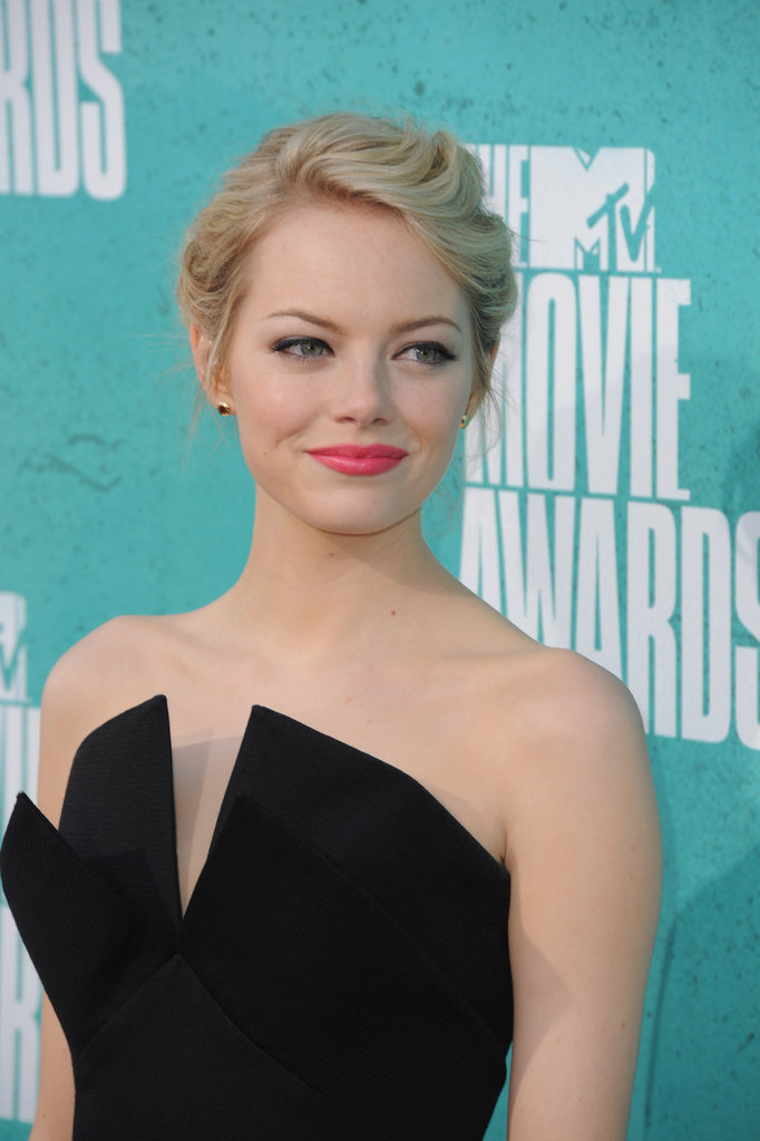 Emma Stone wore pink lipstick to the MTV Movie Awards.