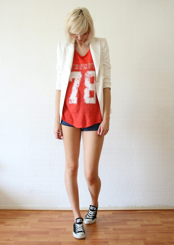 We love the fun mix of tailoring and athletic sensibility here. All you have to do to get the look is pair an old retro tee with a white blazer. Photo courtesy of Lookbook.nu