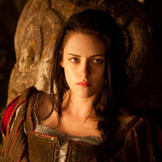 Kristen Stewart's Snow White Makeup