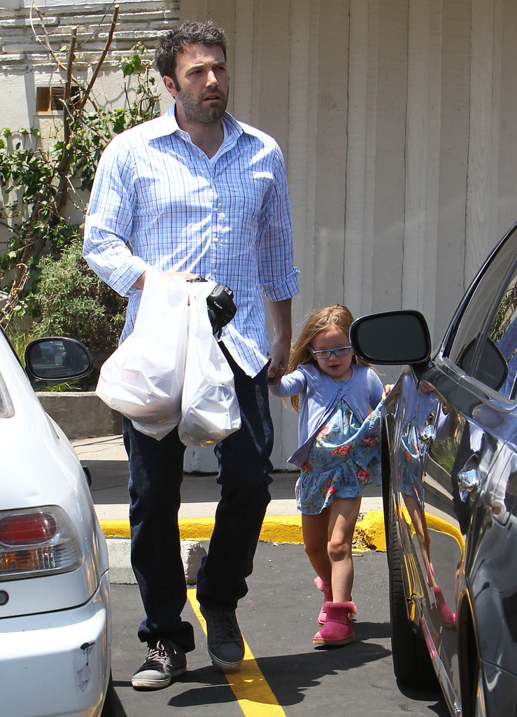 Ben Affleck carried a camera out to lunch with Violet and Seraphina in LA.