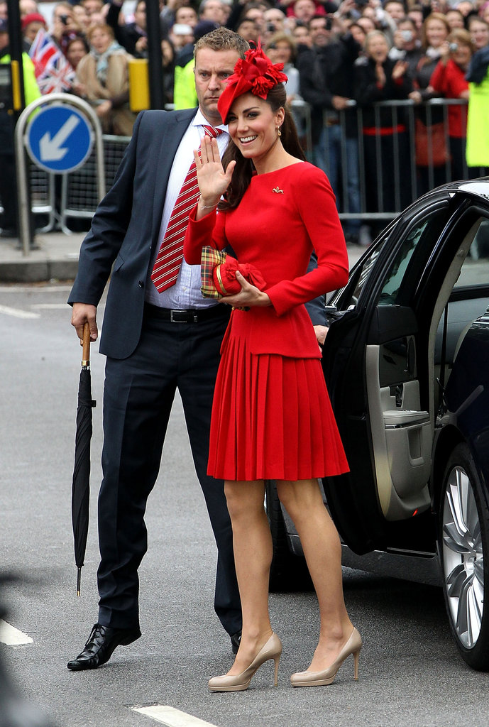 Kate made her royal arrival, carrying off head-to-toe red with ease and elegance.