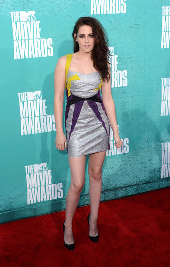 Kristen Stewart Pictures Metallic Guishem Dress 2012 MTV Movie Awards The Budget Fashionista is Live Blogging the MTV Movie Awards