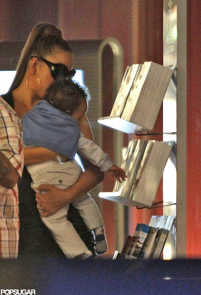 Mariah Carey showed Moroccan Cannon some books in the Nice airport.