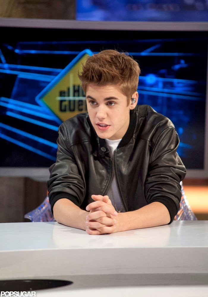Justin Bieber wore a leather jacket on El Hormiguero.