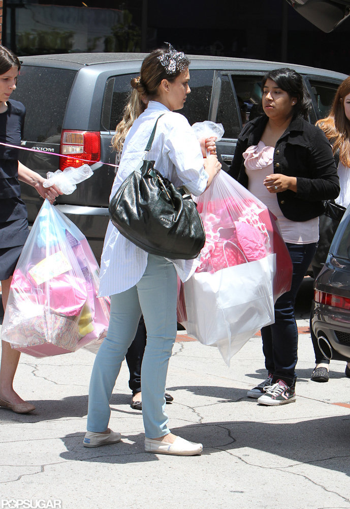 Jessica Alba carried loaded up the car with Honor's birthday gifts.