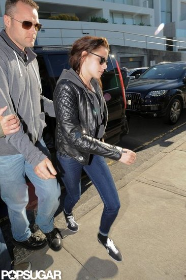Kristen Stewart got out of the car in Sydney.