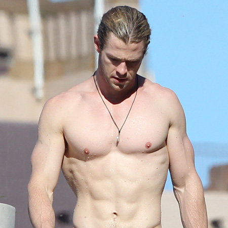 Chris Hemsworth Pictures Surfing at Maroubra Beach, Sydney