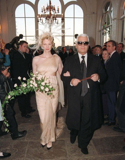 Kristen McMenamy wore custom Karl Lagerfeld (and walked down the aisle with the designer!) when she married photographer Miles Aldridge outside London in October 1997.