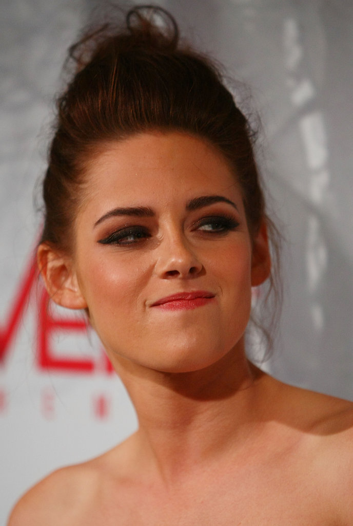 Kristen Stewart posed at a Snow White and the Huntsman screening in Australia.