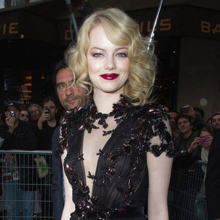 Emma Stone feiert Premiere von The Amazing Spider-Man in Paris
