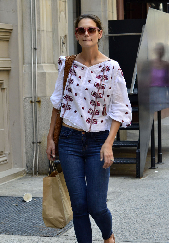 Katie Holmes walked around NYC after picking up groceries.