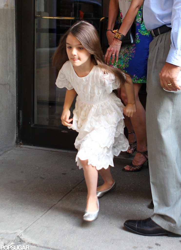 Suri Cruise left the hotel with Katie Holmes in NYC.