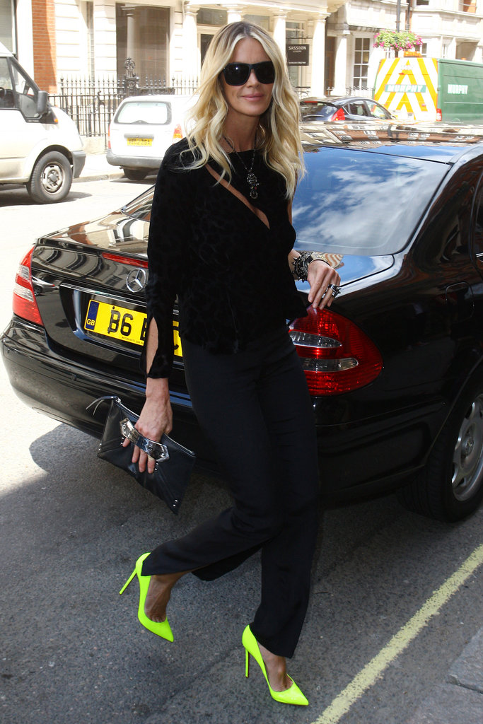 We're gushing over how Elle Macpherson livened up her all-black street-style moment.