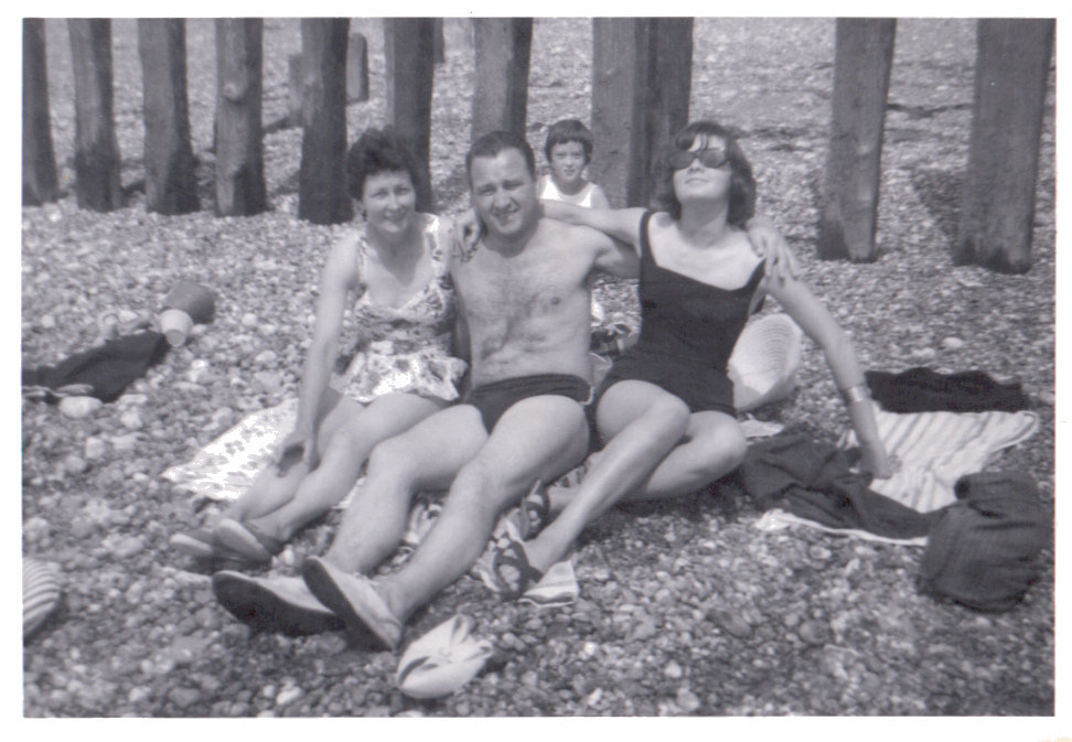 1960 The gang's all here! It was family day at the beach. Source: Flickr User libertygrace0