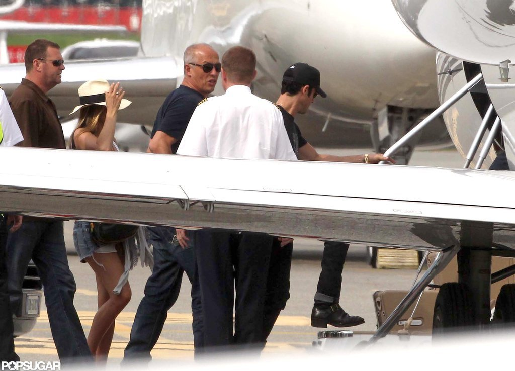 Jennifer Aniston and Justin Theroux boarded a private jet.