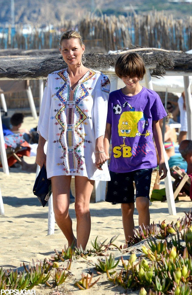 Kate Moss wore a beach tunic.