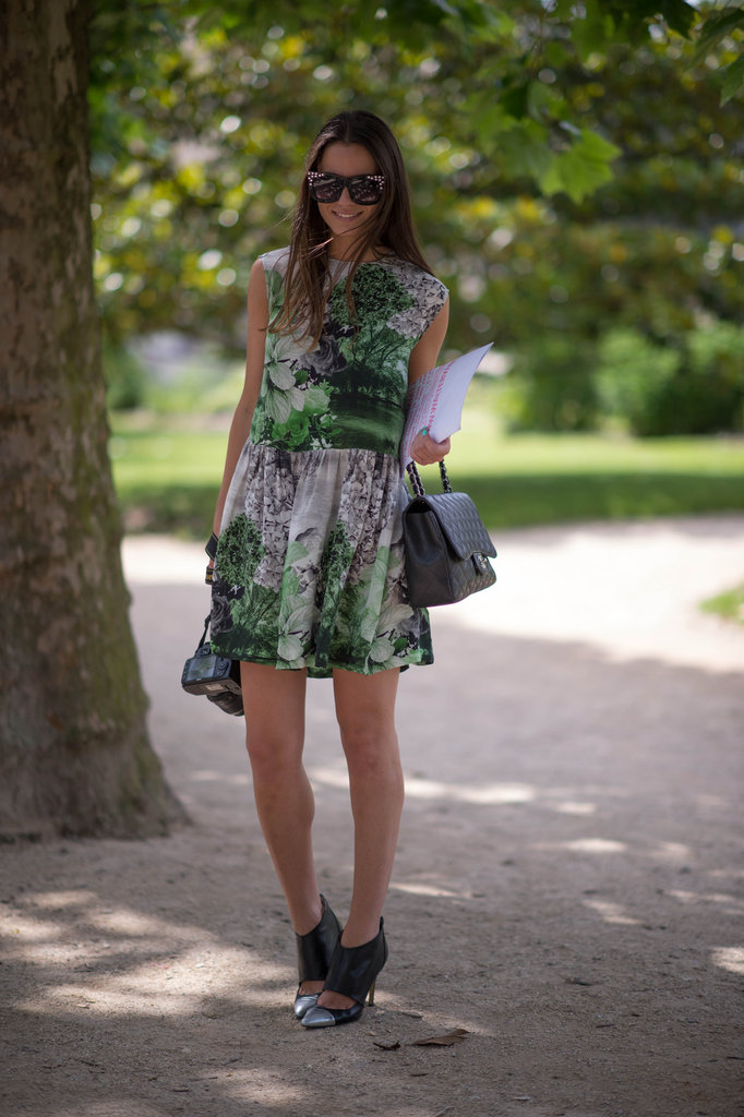 This style setter knows how to outfit a head-to-toe head-turner, starting with a great graphic print, then adding in heavy-hitting accessories, like a classic Chanel bag and studded shades. Photo courtesy of Adam Katz Sinding