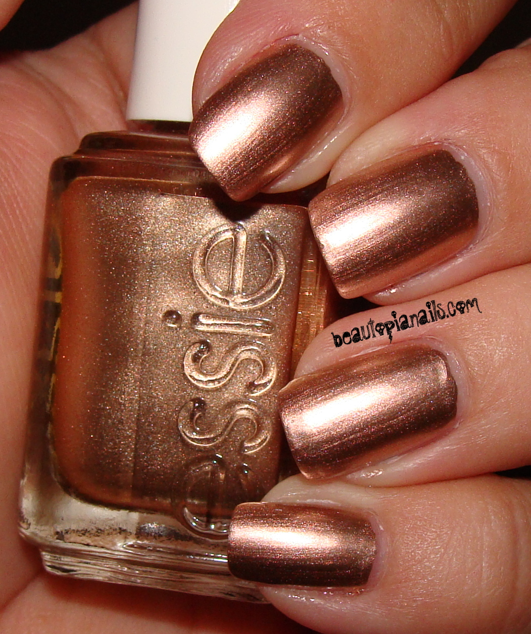 Nail Polish Review: Essie Buy Me A Cameo | vivre ma vie à travers un ...