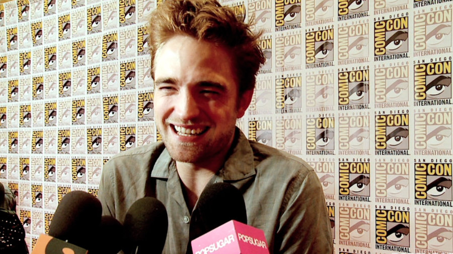 Robert Pattinson Jokes About Dressing Up and Vampire Kristen at Comic-Con