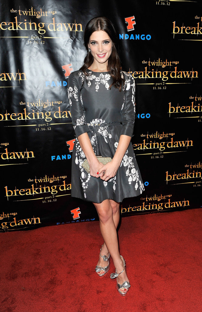 Ashley Greene hit up the Breaking Dawn Part 2 party in head-to-toe Oscar de la Renta. We especially love how she accessorised her already ladylike look with girlie bow-accented pumps.