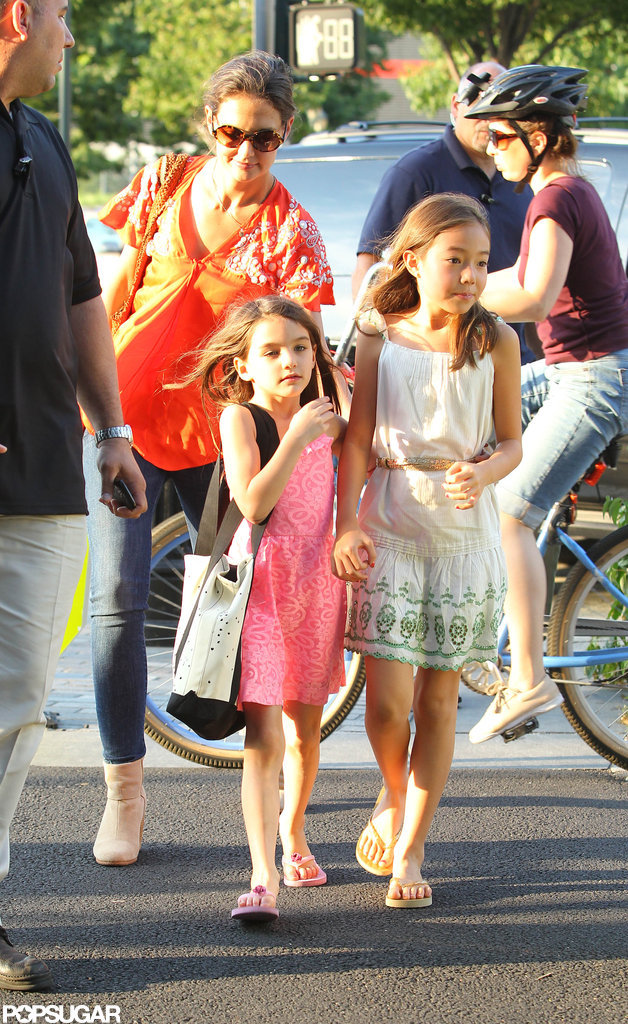 Suri Cruise shouldered her black and white bag.
