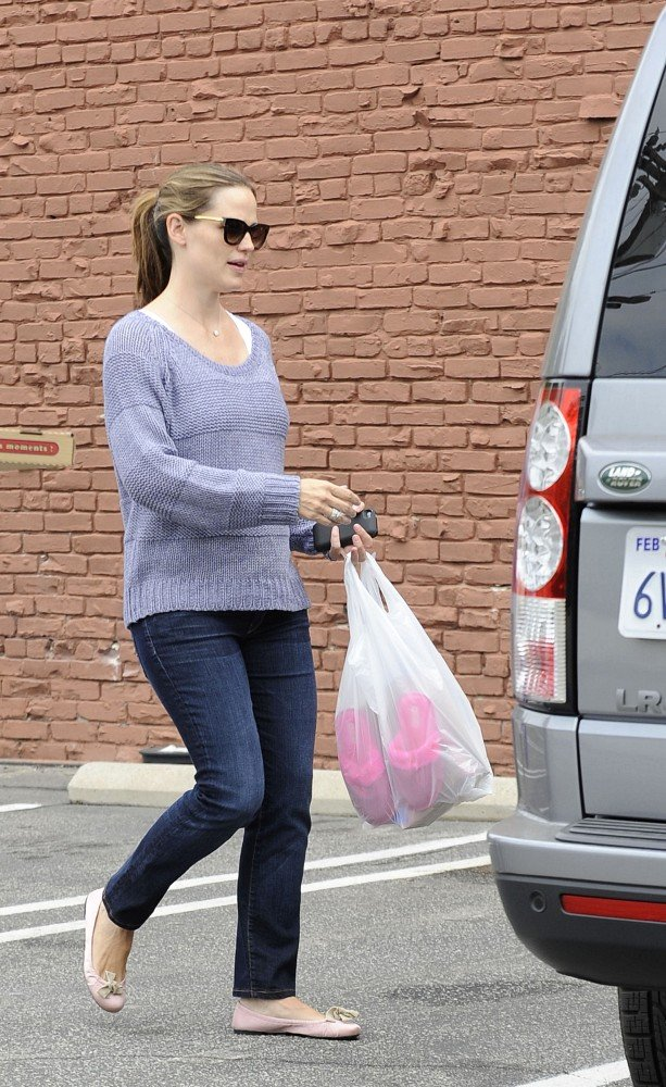 Jennifer Garner and Violet Shop For a Pink Treat